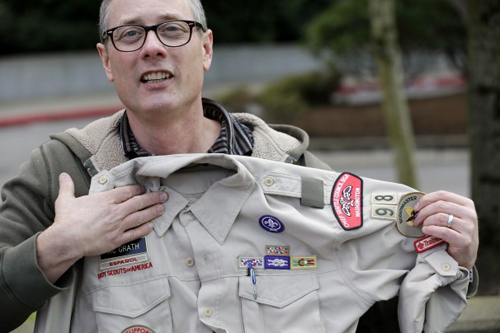 Boy Scouts removes gay troop leader in Seattle